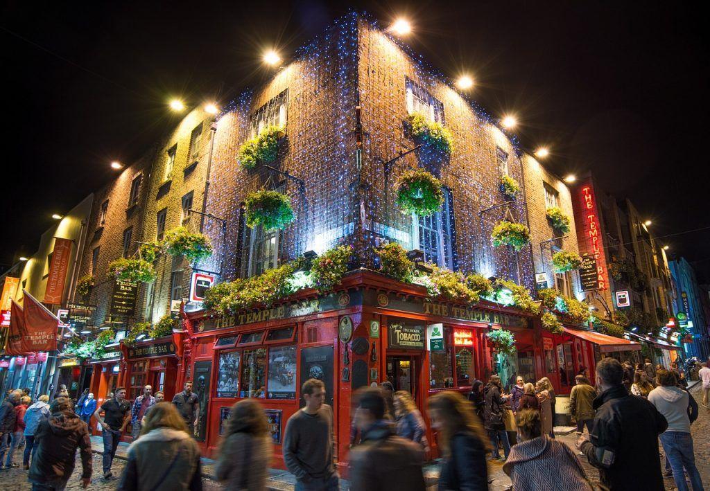 temple-bar-at-night