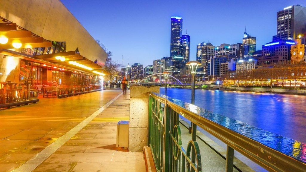 melbourne city next to canal