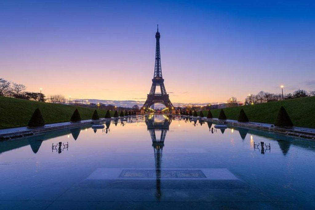Eiffel Tower in the evening with reflections on a fountain